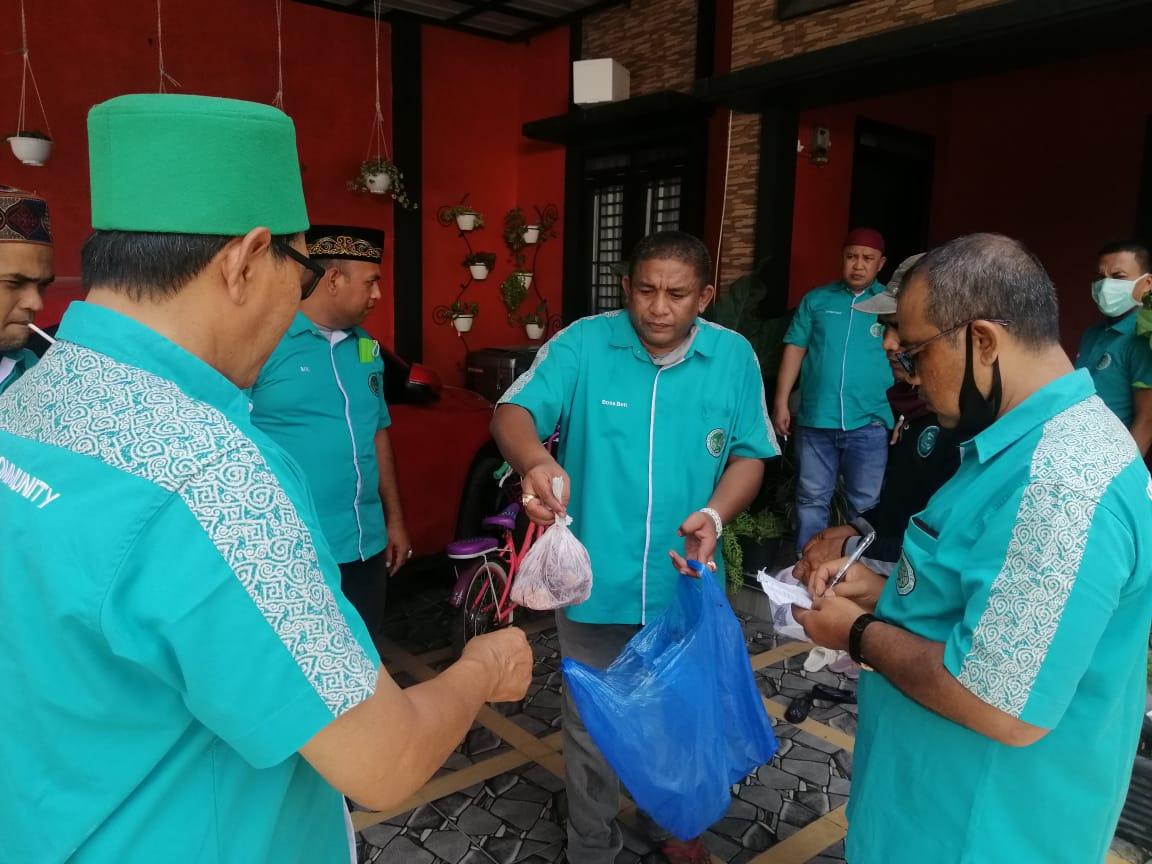 Duta Bireuen Community bagikan daging meugang